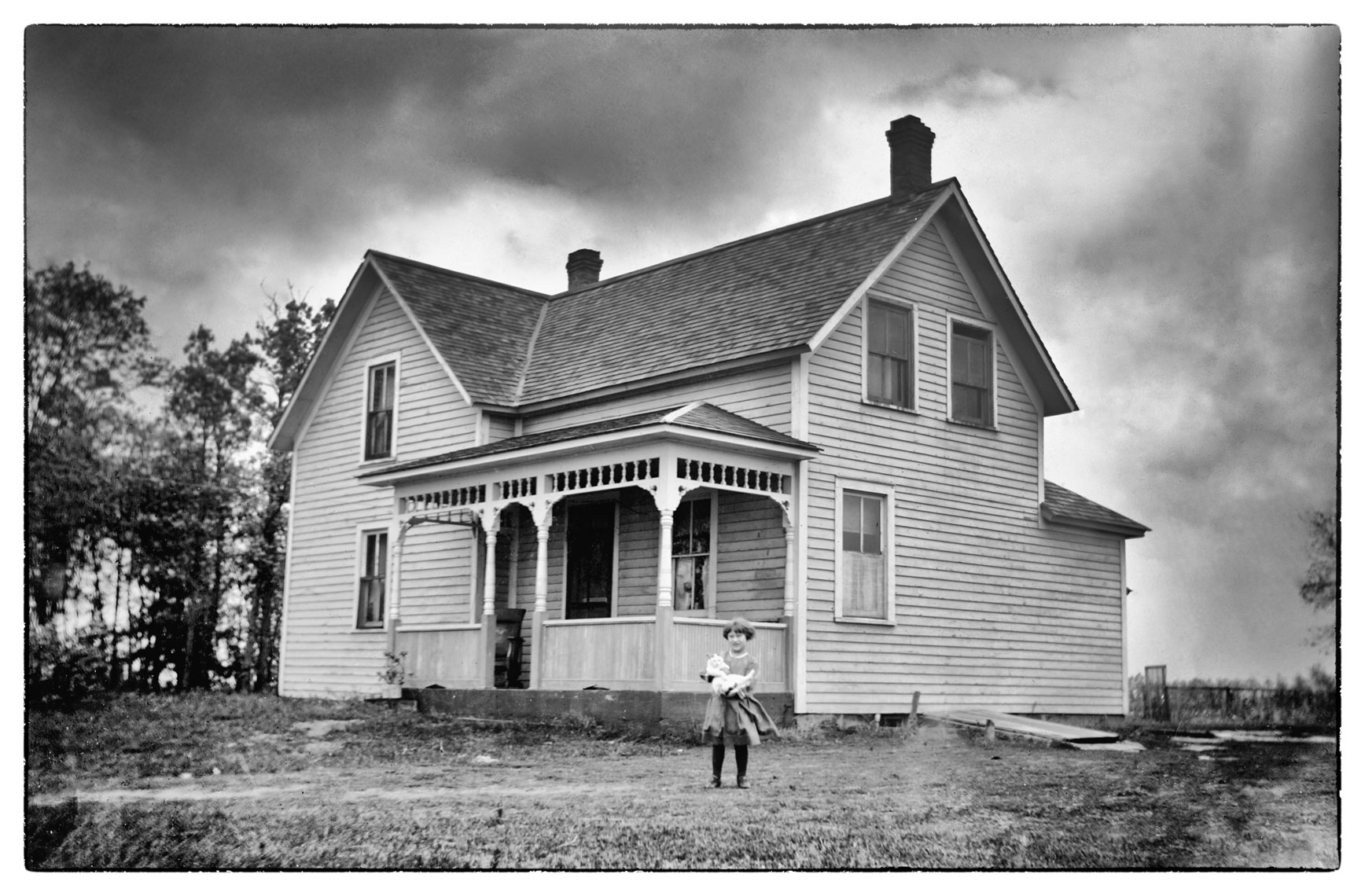 Little girl/farmhouse/Wadena/MN/lifestyle photo