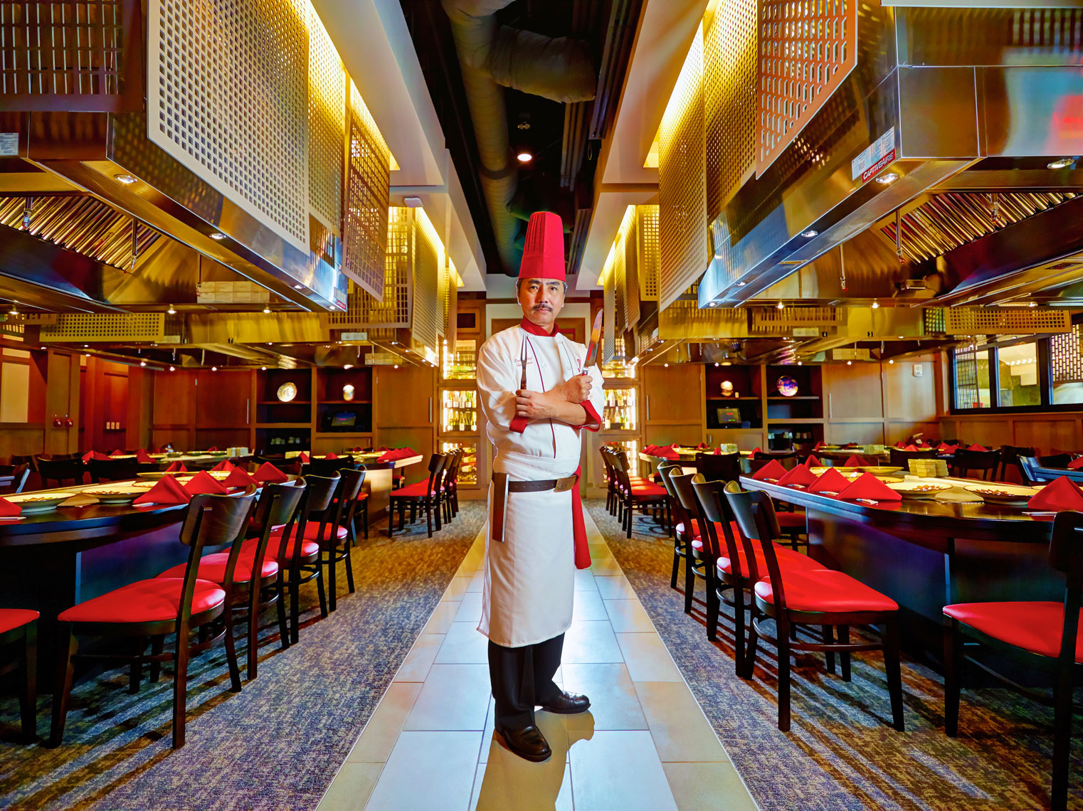 Benihana/MOA/Chef in main dining room/Lifestyle photography/InsideOut Studios