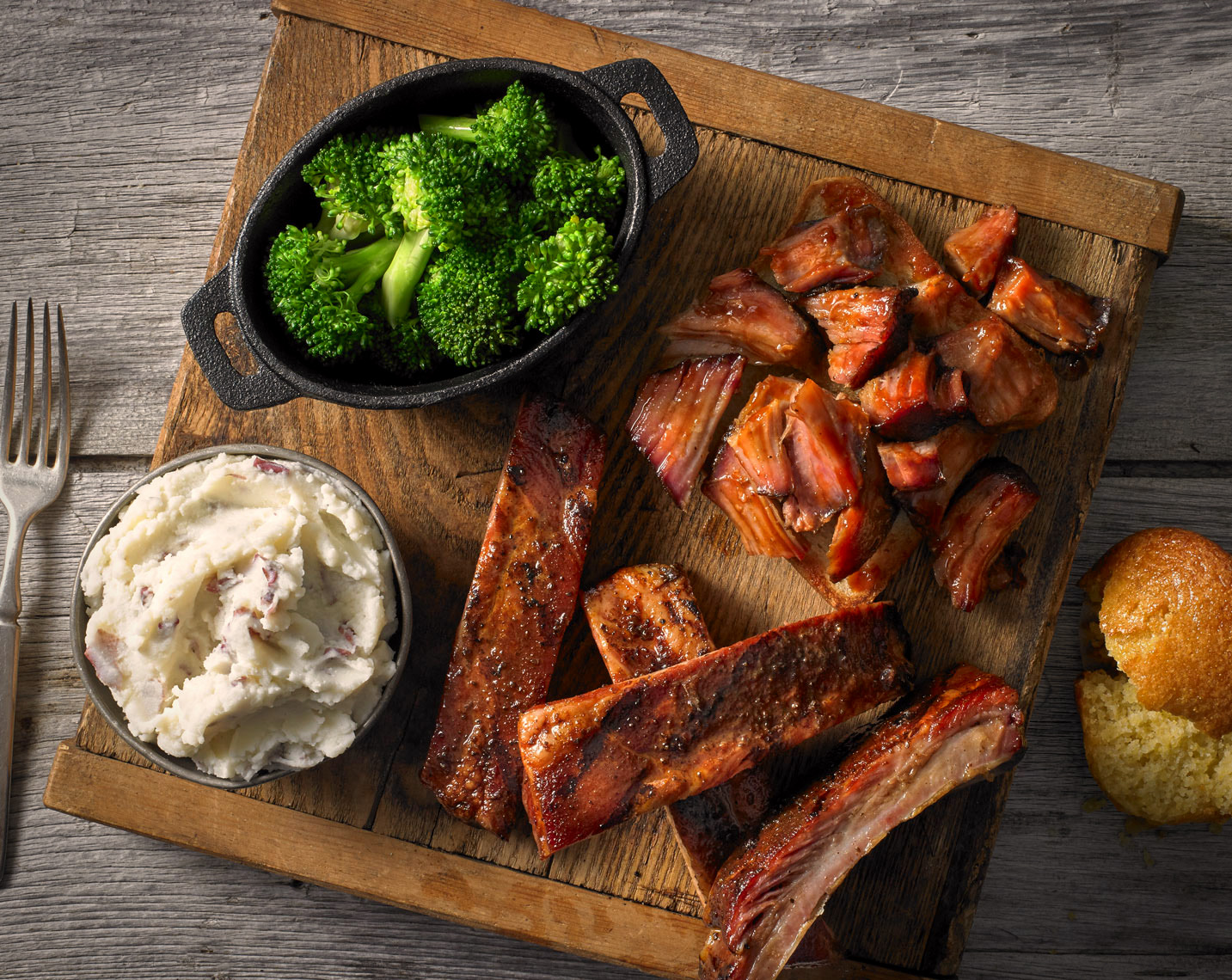 Ribs and cut ribs/mashed potatoes/broccoli/cornbread/food photography
