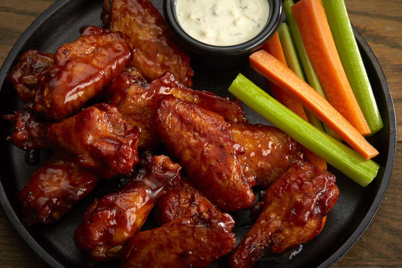 BBQ Chicken Wings/carrots/celery/dip/food photography