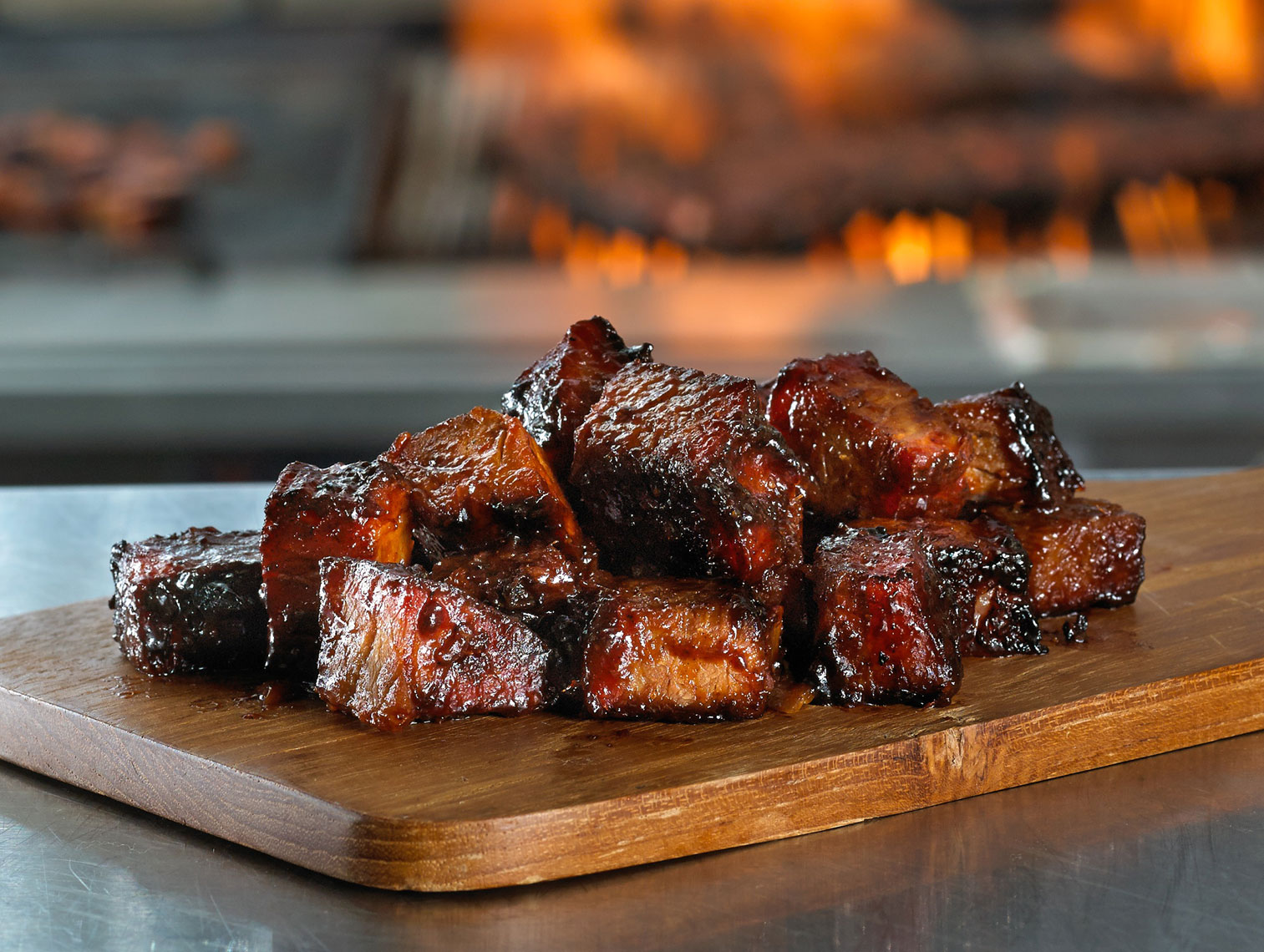 BBQ rib meat/wooden cutting board/food photography