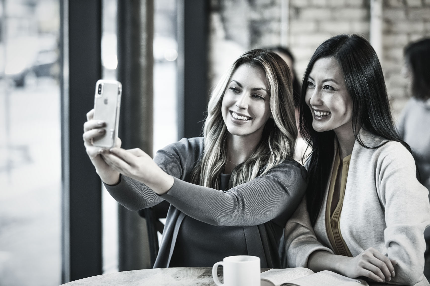 Two beautiful young women/selfie/cafe/lifestyle photography