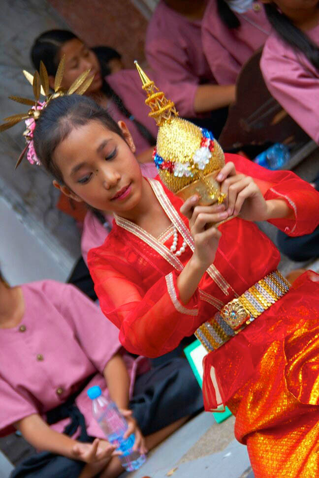 Young Thai woman/ceremony/red outfit/location photography