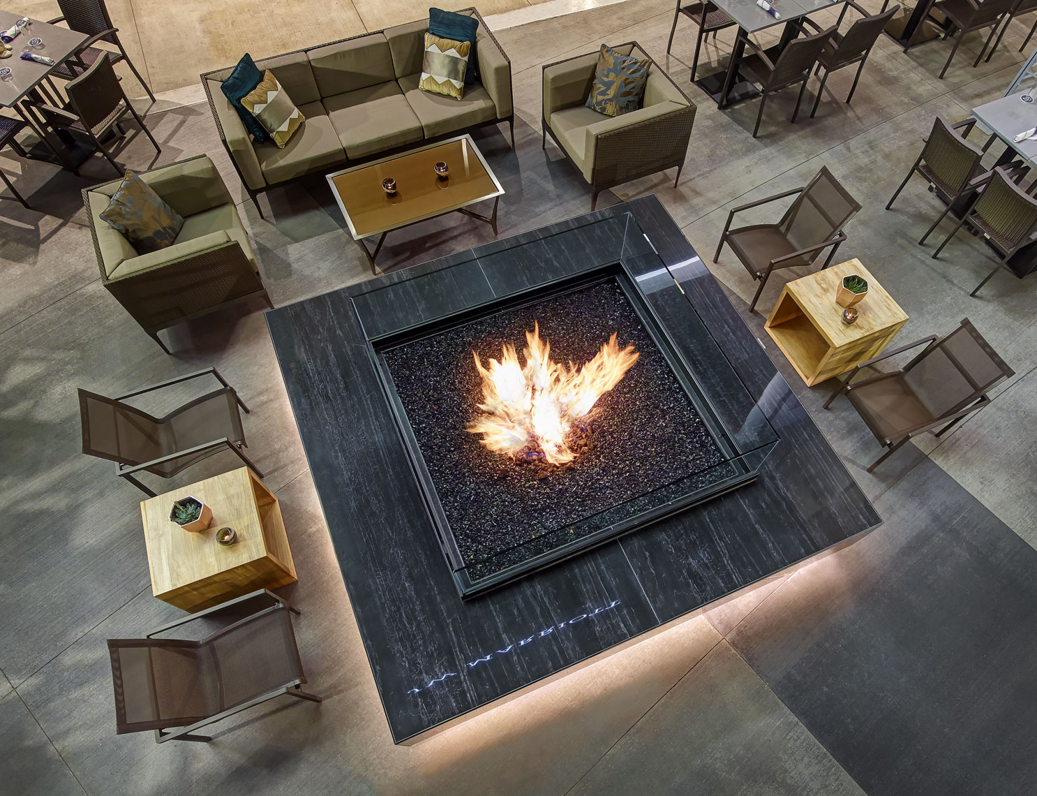 J-W Marriott/Lounge area/fire pit/Location photography