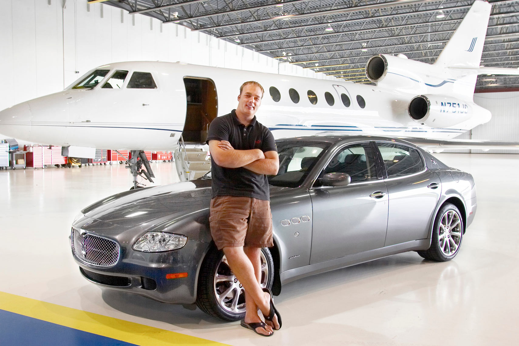 Jet Choice/Man/grey Maserati/jet/lifestyle photography