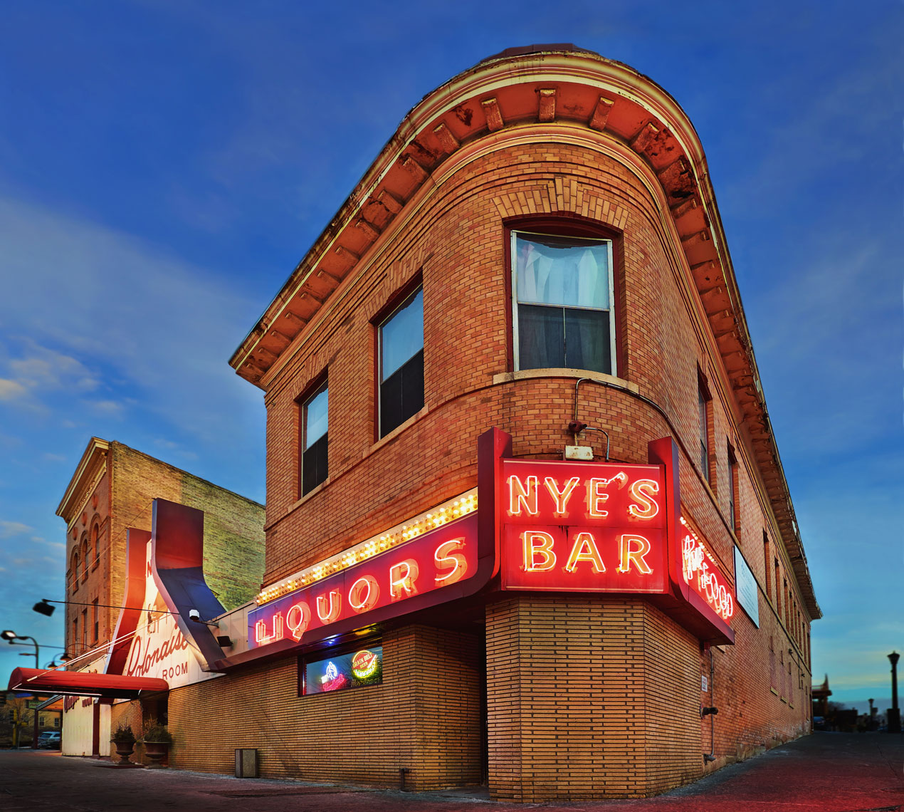 Nye's Bar/St. Paul/brick exterior/architectural photo