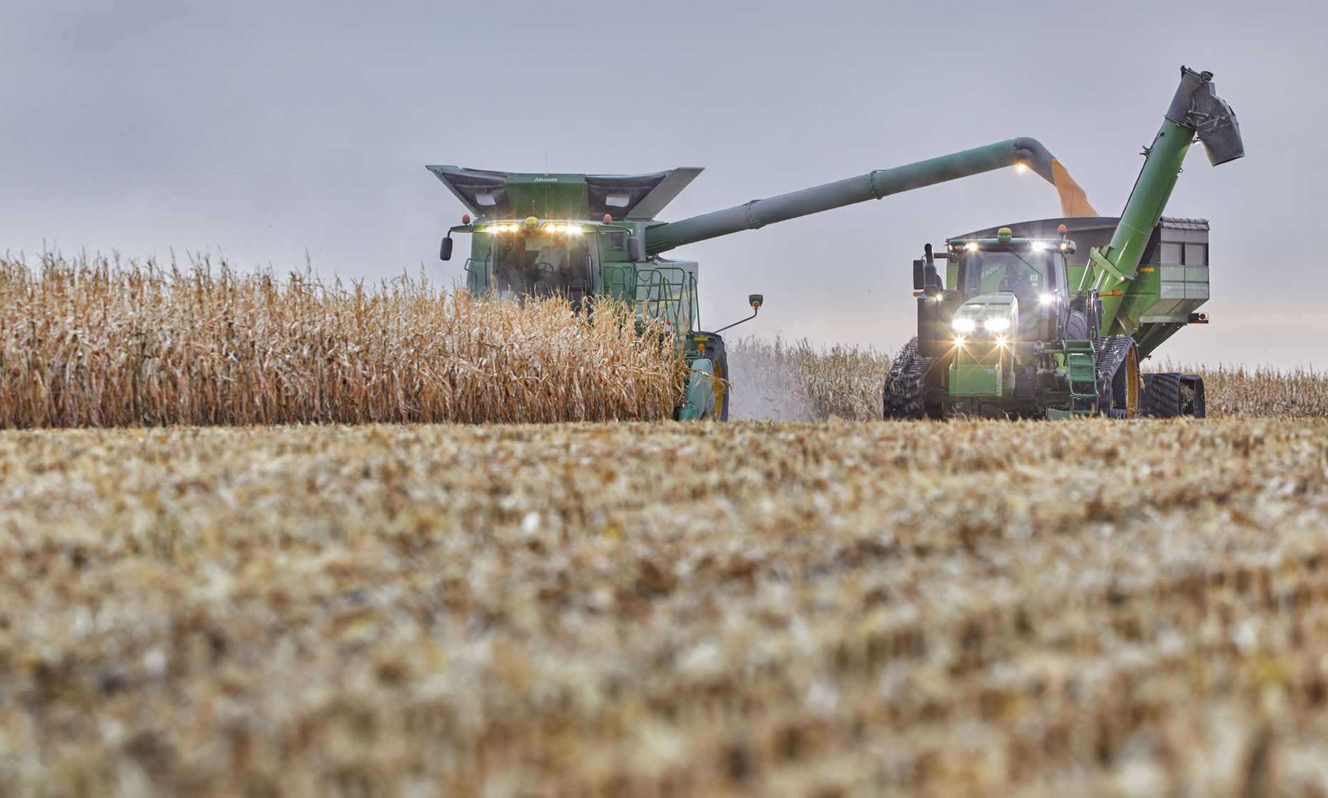 Corn field/harvest/farm epuipment/low angle/agricultural photography