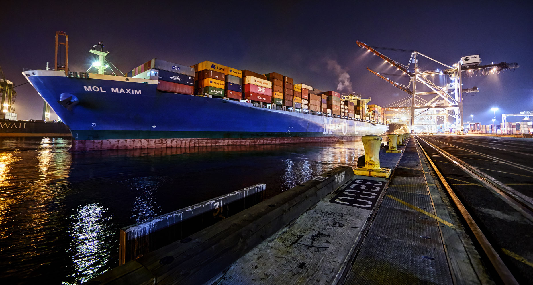 Container ship/harbor/San Diago/night/location photography