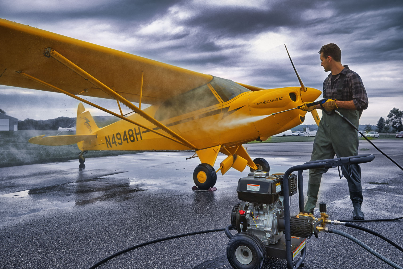 Powerwashing plane/yellow/location photography