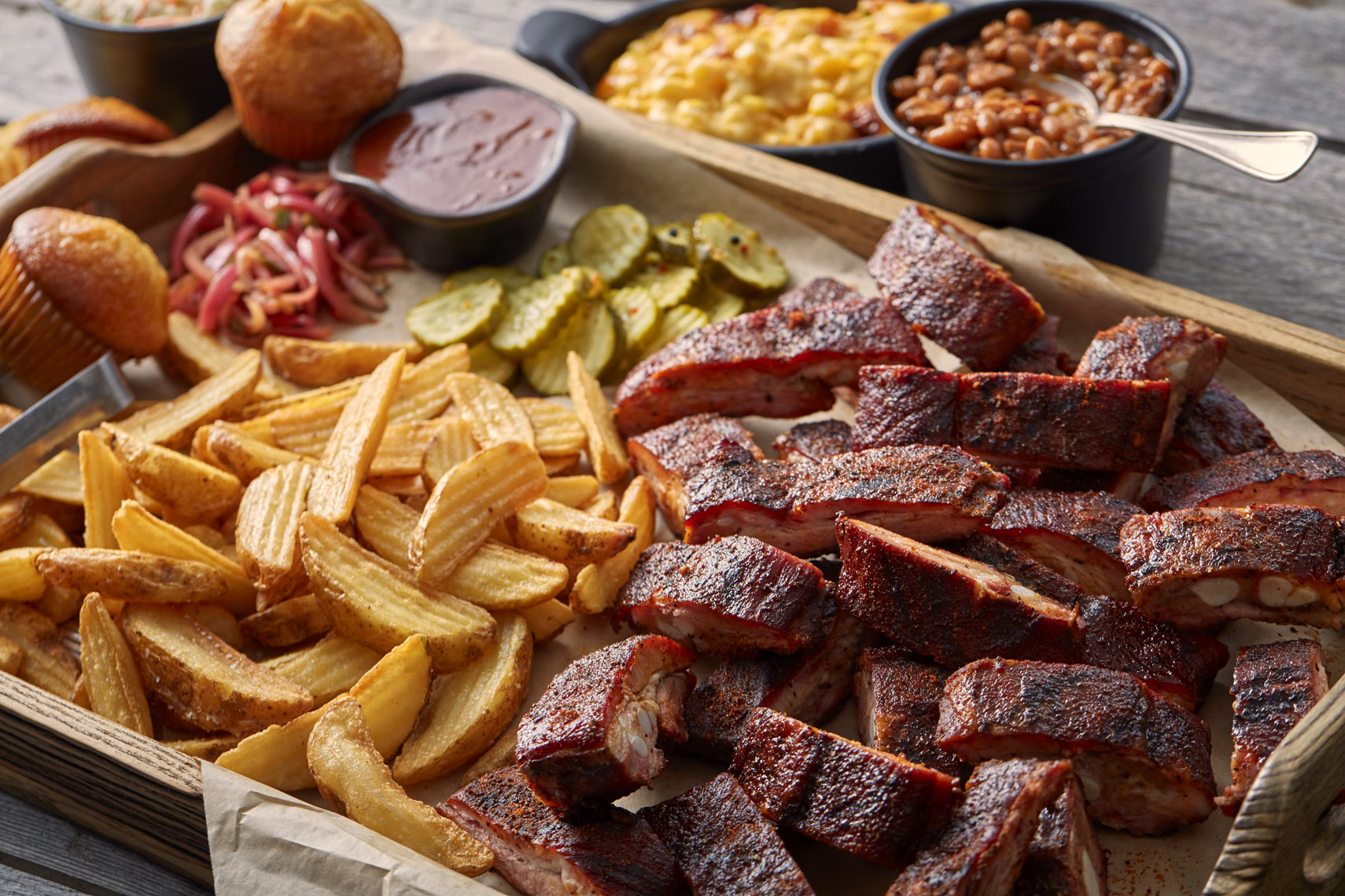 BBQ ribs/potato wedges/brown beans/food photography
