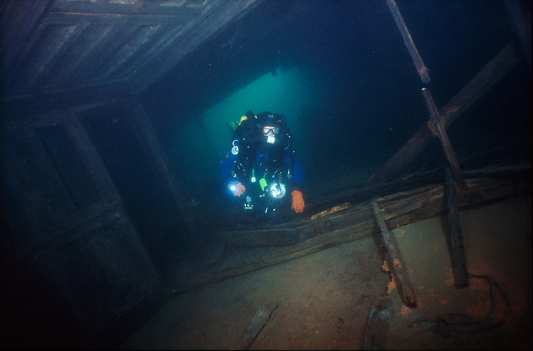 Shipwreck/Condon/diver/Isle Royal/Lake Superior/underwater photography