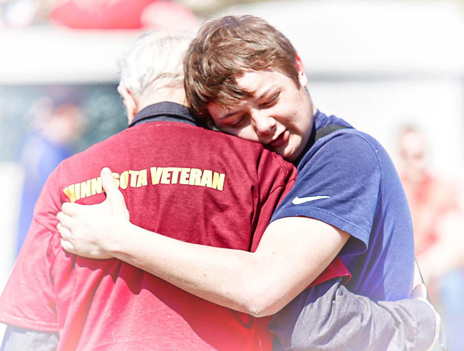 WW2 Vet/boy/hugging/Honor Flight