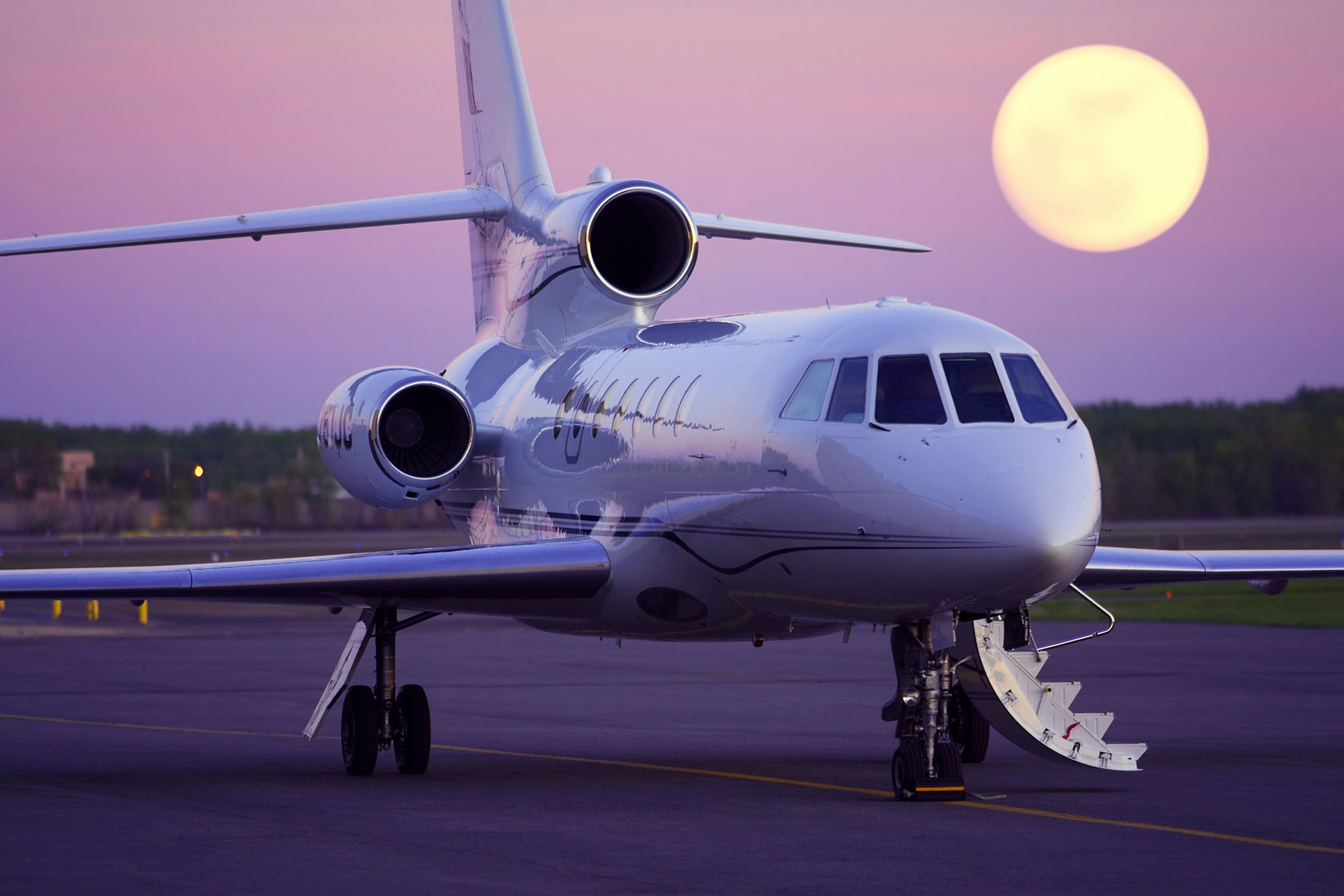 JetChoice/private jet/tarmack/moon/twighlight/aviation photography
